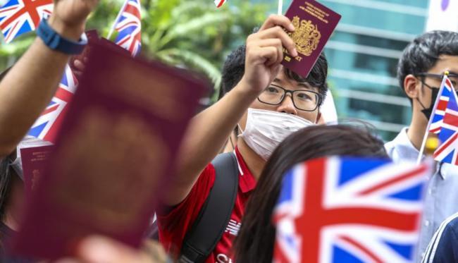 """""""逃亡""""英国的香港人:宁做有自由的二等公民"""
