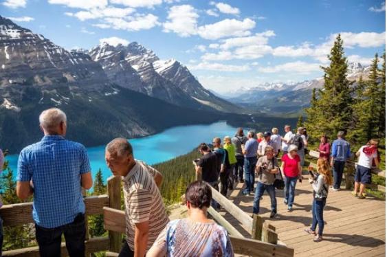 加拿大政坛地震 多位政客假日海外旅行引发众怒
