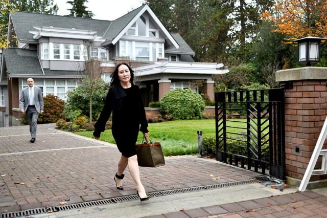 去年,�晚舟离开家参加在温哥华的法�听证会。