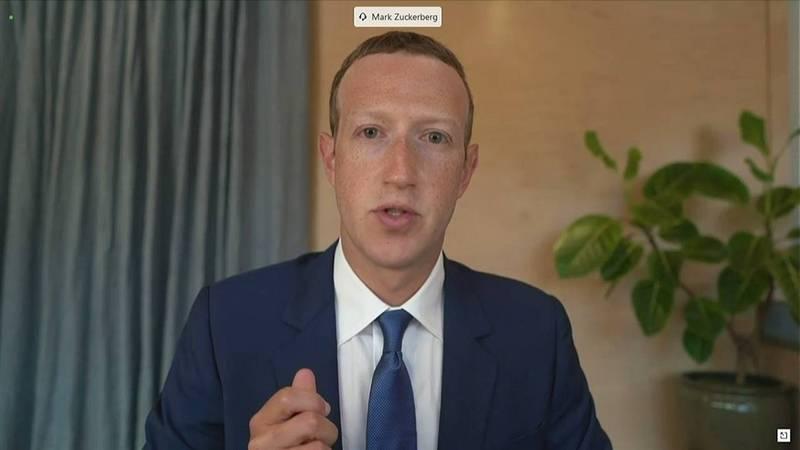 臉書執行長札克伯格去年11月17日透過視訊參加參院聽證會,就封殺拜登父子醜聞等言論審查方式,提出說明。(路透)