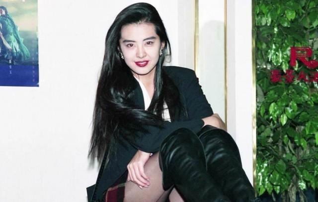王祖贤惊见裸女 吓到留言劝:穿上衣服吧