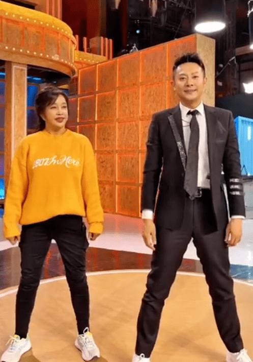 刘晓庆和猛男热舞上围丰满 曾婚内出轨被抓