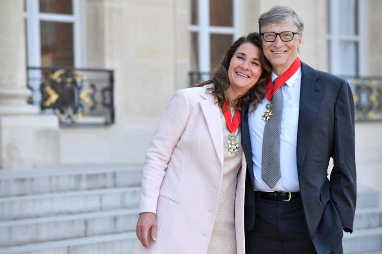 盖兹夫妇2017年获颁法国荣誉军团勳章。欧新-埃菲社