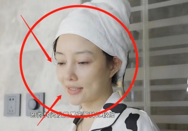 39岁李小璐素颜录视频 不说差点以为是两个人