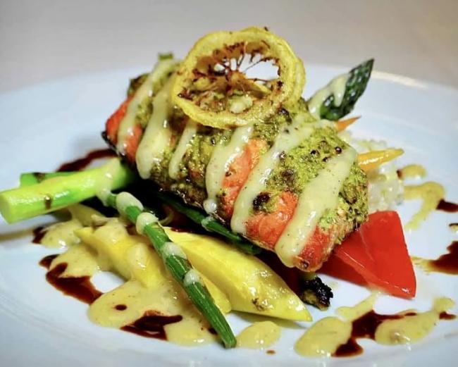 """温哥华唯一的三文鱼主题餐厅就在""""三文鱼之家"""""""