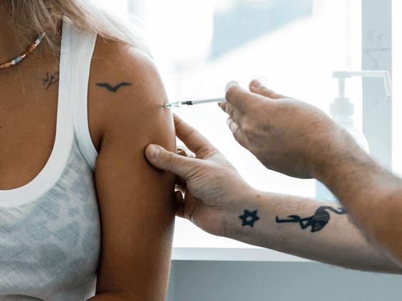 辉瑞莫德纳疫苗6个月后效力减退 要打加强针?