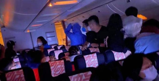 """画面曝光!北京飞巴黎航班客舱""""爆炸"""" 原因找到"""