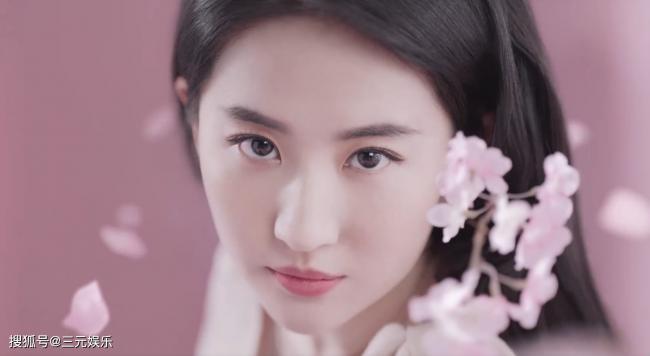 刘亦菲在桃花下拍片 被指氛围感不如从前变味了