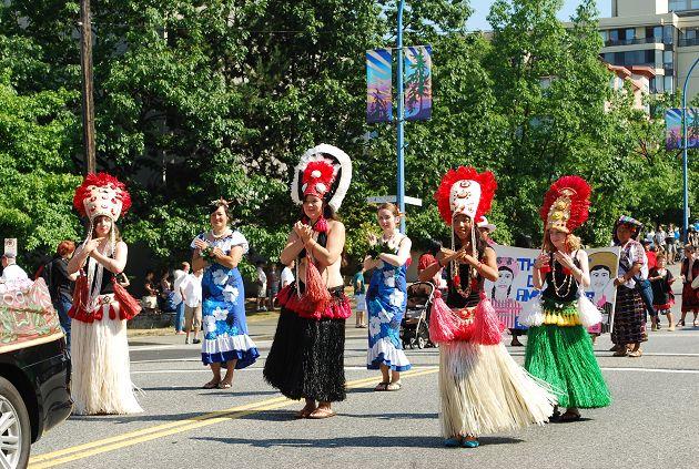 身穿民族服装的原住民美女;