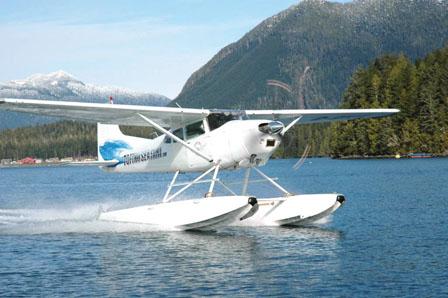 温哥华一架水上飞机坠海 4机师乘客疑全遇难