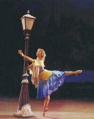 由中国舞蹈学院演出的「卖火柴的小女孩」剧照