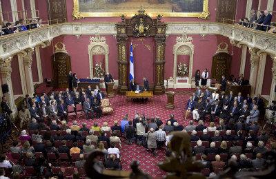 魁北克省议会宣誓仪式 撤掉加拿大国旗