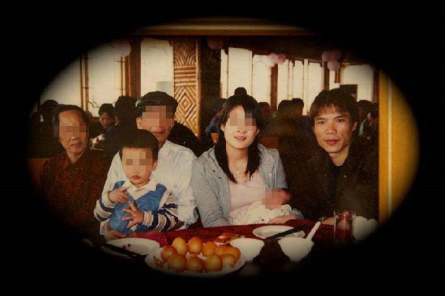 """""""龙哥""""与家人的生活照"""
