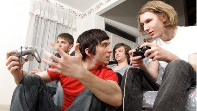 (图文)青少年玩电脑游戏 有助培养生存技能