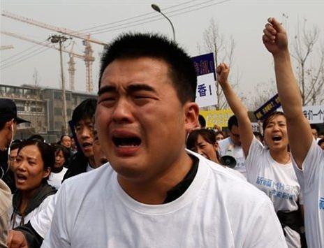 马航失踪飞机乘客家属在北京的马来西亚大使