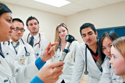 医学生自我介绍_国际医学生在本国找寻住院实习名额竞争激烈.