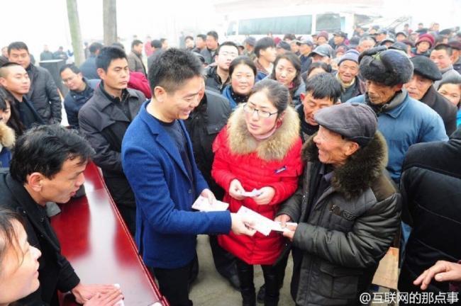 刘强东为家乡老人发650万 称奶茶妹媳妇