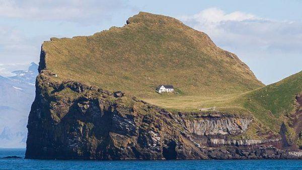 全世界最与世隔绝的房子 冰岛小屋独霸荒岛