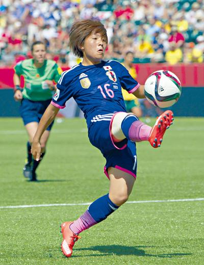 女足世界杯 日本一球踢走澳洲