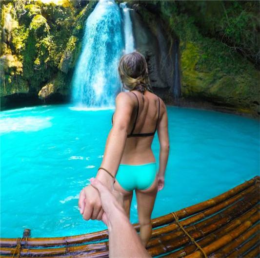 加拿大情侣牵手背影旅行照 足迹遍布亚洲图片