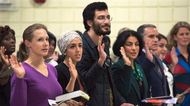 加拿大将修订公民法,使新移民入籍更容易
