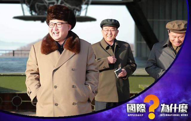 北韩开在中国浙江省宁波市的餐馆柳京近日有13名员工集体叛逃到南韩,是近年罕见的北韩集体叛逃,引发国际关注。事实上,北韩为赚取外汇,派出许多 年轻貌美的服务生,到海外赚外汇,但北韩领袖金正恩上台后,穷兵黩武、经济困顿,加上联合国制裁,北韩的国际形象一落千丈,海外餐馆生意也大不如前,中国东北先前就传出女服务生逃跑,缅甸的北韩餐馆员工甚至被迫到路边卖小吃。   南韩《朝鲜日报》报导,本月10日中午,中国延吉市一家摆 有20多桌的北韩餐厅,只见3位客人,这家餐厅到去年为止,还是南韩观光团的必经景点,但