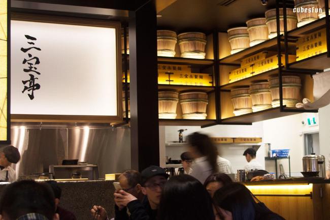 三宝亭在室内设计上有很多日本传统纸