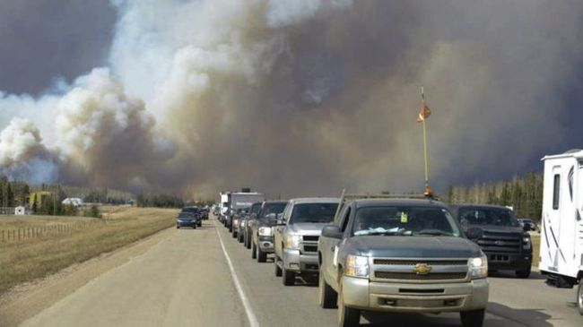 160504083538_cn_fort_mcmurray_wildfire_02_976x549_ap_nocredit.jpg