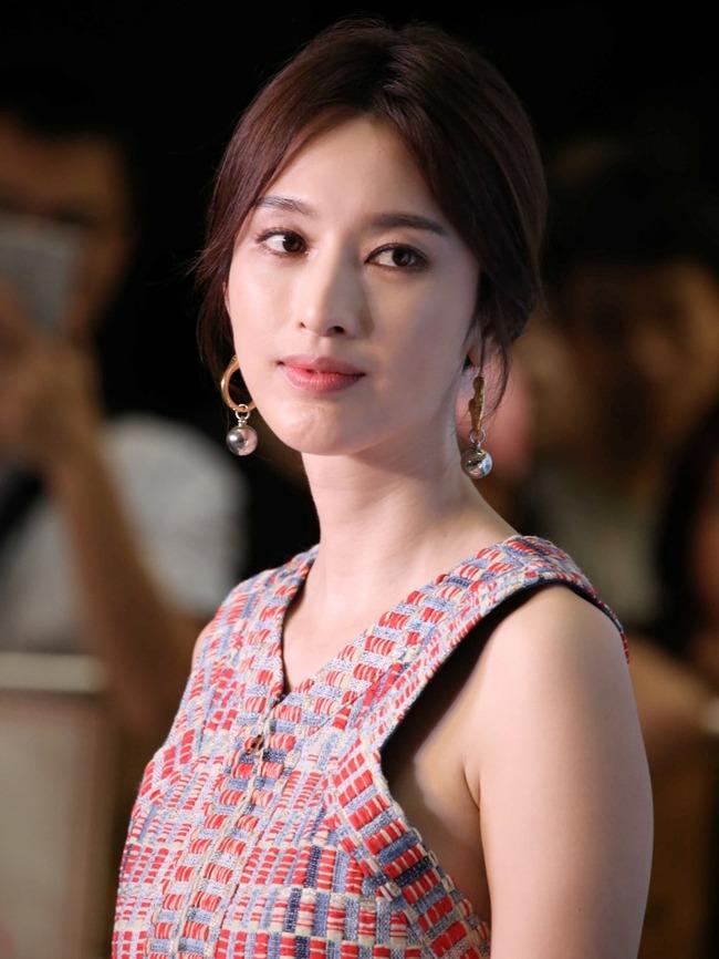 正文    5月9日,电视剧《致单身男女》在深圳举行开播发布会,主演张俪