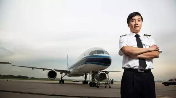 护照被写脏话女孩再遭扣留 南航机长挺身而出终回国