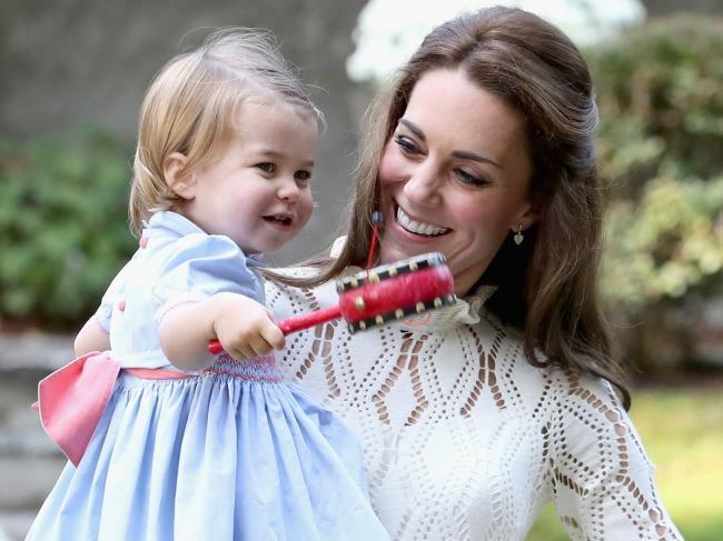 好萌!乔治小王子和夏洛特小公主的茶话会