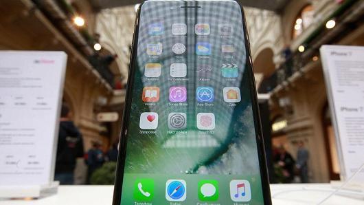 �����أ�iPhone 8���ػؾ�����˫�沣�����