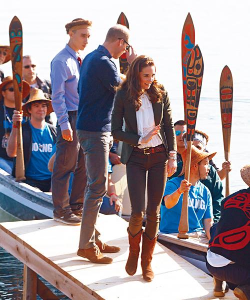 凯特划独木舟 这次又穿哪件多市品牌衣服?
