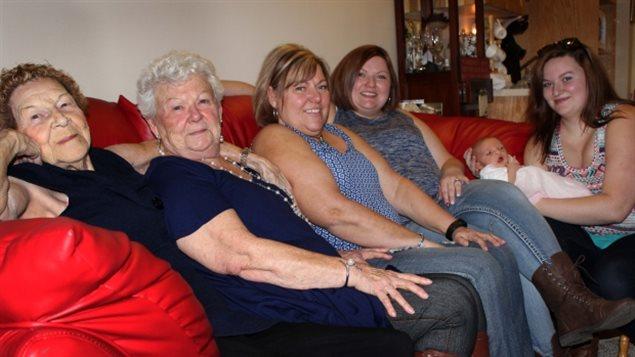 四世同堂算什么?加拿大96岁老太荣升曾曾曾祖母