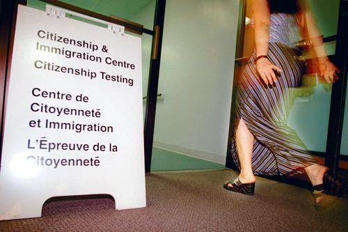 涉卖淫被逐转申请团聚 华裔夫妻因不熟被驳回