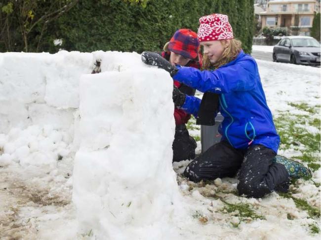 vancouverbc-december-5-2016-children-build-a-snow-fort.jpeg