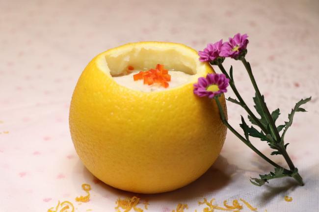 灵感来自国宴菜单上的一道菜――银鳕鱼酿橙