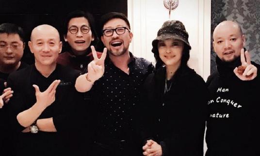 """樊馨蔓自曝夺回纪中文化 与""""干儿子""""比V庆祝"""