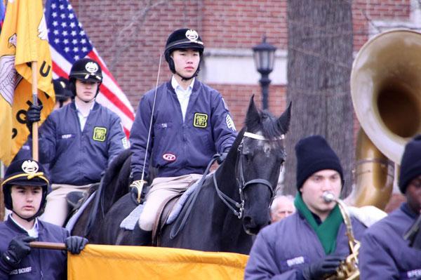 华人小伙将领衔骑兵队 亮相特朗普就职礼