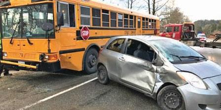 Mission校巴撞車 8名學童受傷