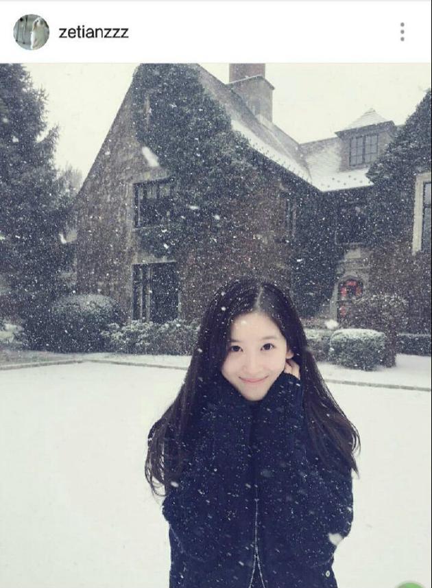 奶茶妹妹雪中美照皮肤白皙 颜值再回巅峰