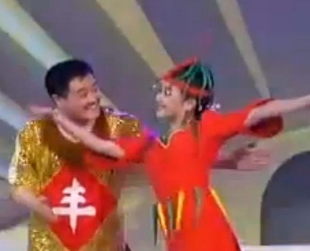 她凭9秒走红春晚,曾搭档赵本山,如今59岁仍美艳