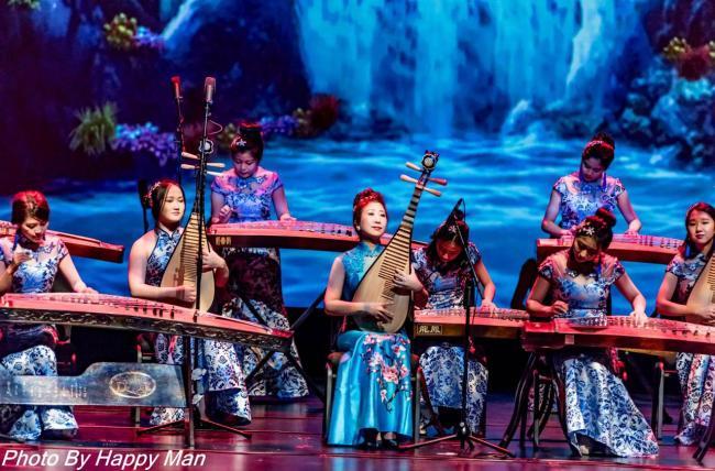 高旭东-东方琴韵乐团绽放温哥华大型春晚舞台