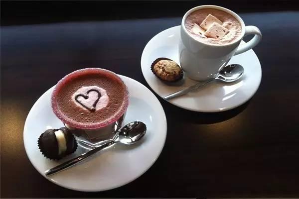 下过雪的情人节,带TA去喝一杯热巧克力吧