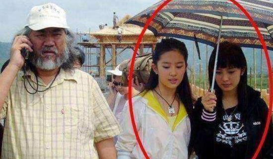 网曝杨幂10年前旧照 为刘亦菲撑伞?真相竟是这样