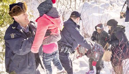 8名难民从美国偷渡加拿大 骑警竟然帮他们