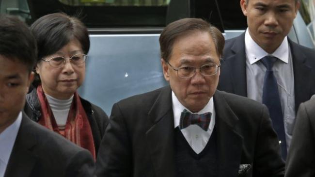 香港前特首曾荫权判囚20月 妻忍泪称上诉