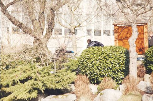 温东中学树丛旁发现女尸,死因无可疑