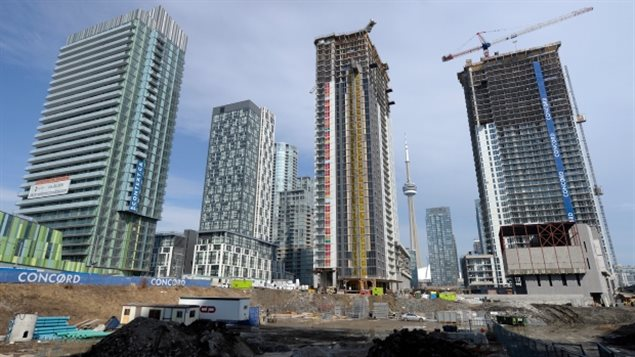 受不了了 高房价高房租让年轻人逃离多伦多