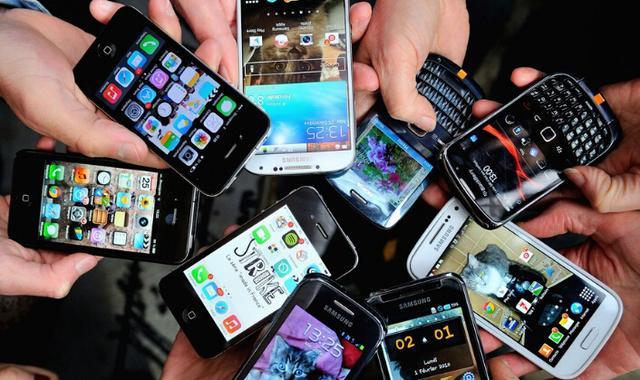 不讓查手機罰500 老司機小心 加拿大海關會玩微信